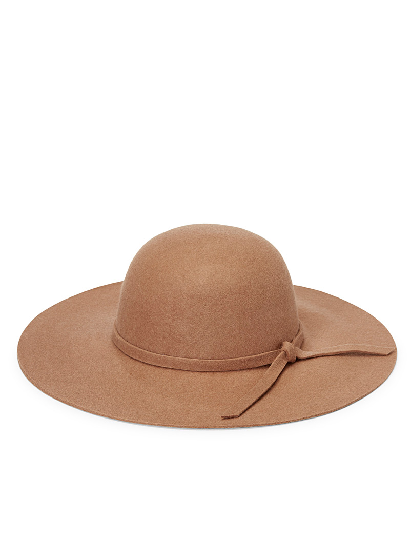 Solid felt wide-brimmed hat