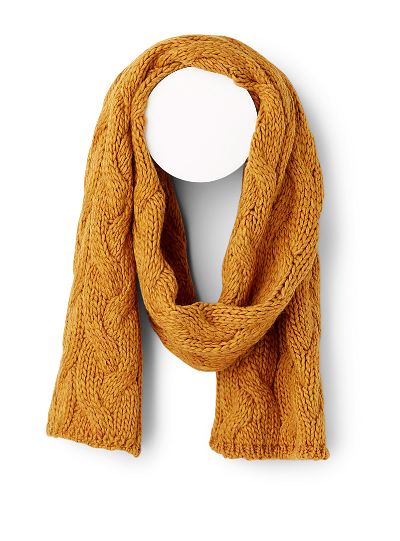 embossed-twisted-knit-scarf