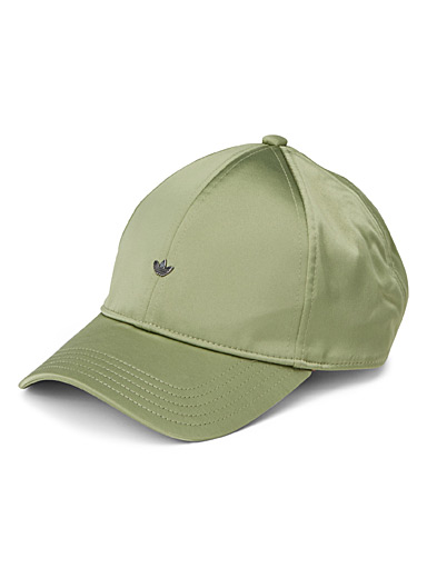 Metallic logo satiny cap