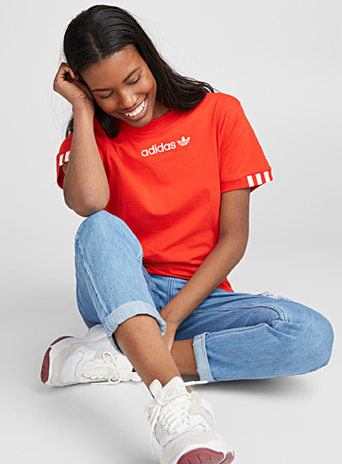 Le t-shirt rouge logo
