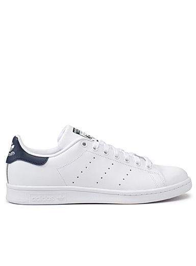 Le sneaker Stan Smith accent marine  Homme