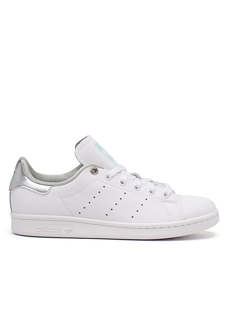 le-sneaker-stan-smith-accents-argentes-br-femme