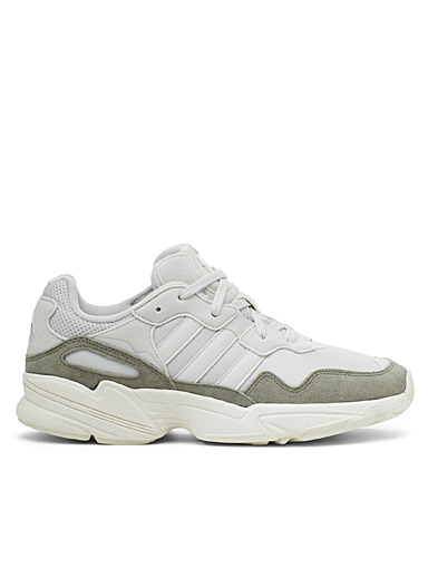 Le sneaker Yung-96 beige <br>Homme