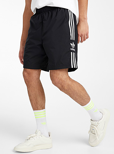 Three stripe pull-on short