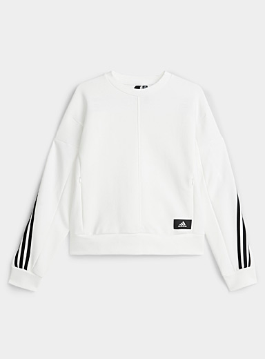 Le sweat ample bandes transversales