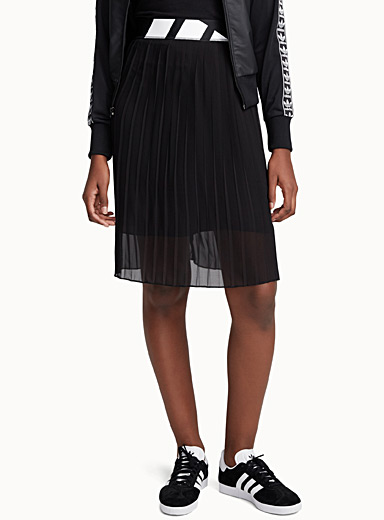Sporty pleated skirt
