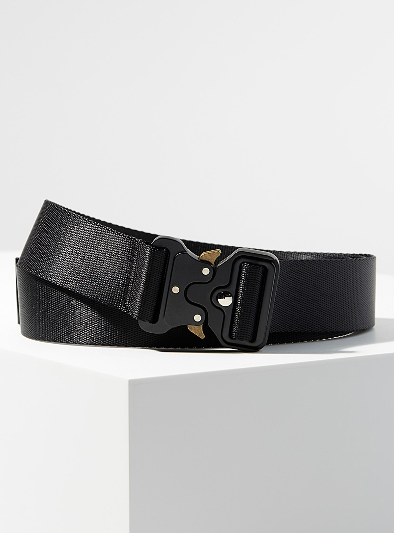 modern-buckle-closure-belt