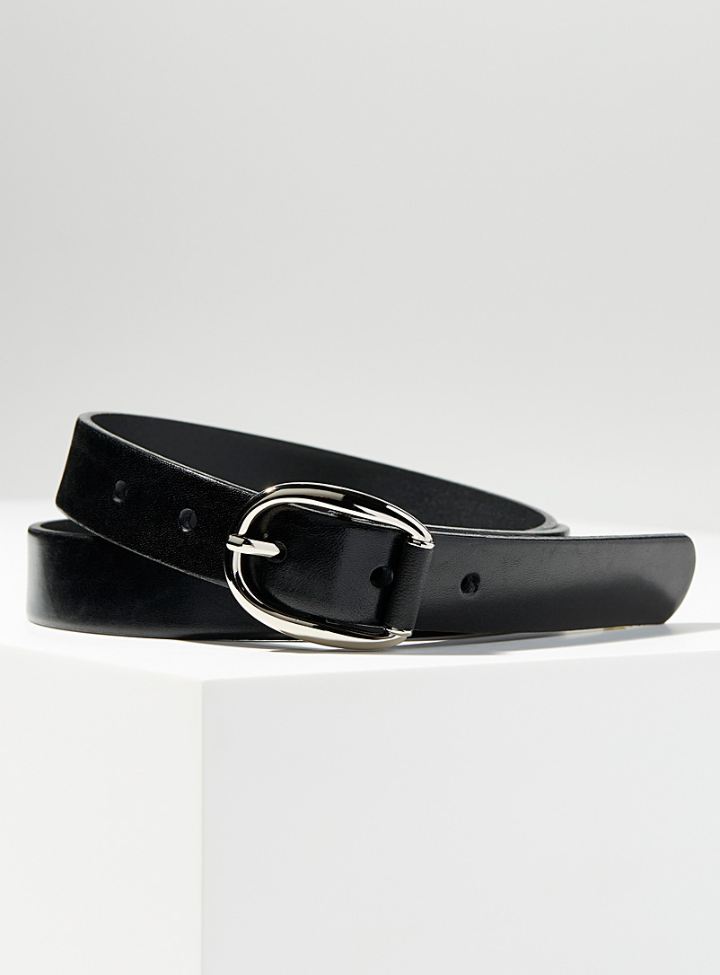 Oval buckle leather insertion belt
