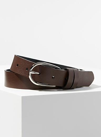 Silver oval-buckle belt