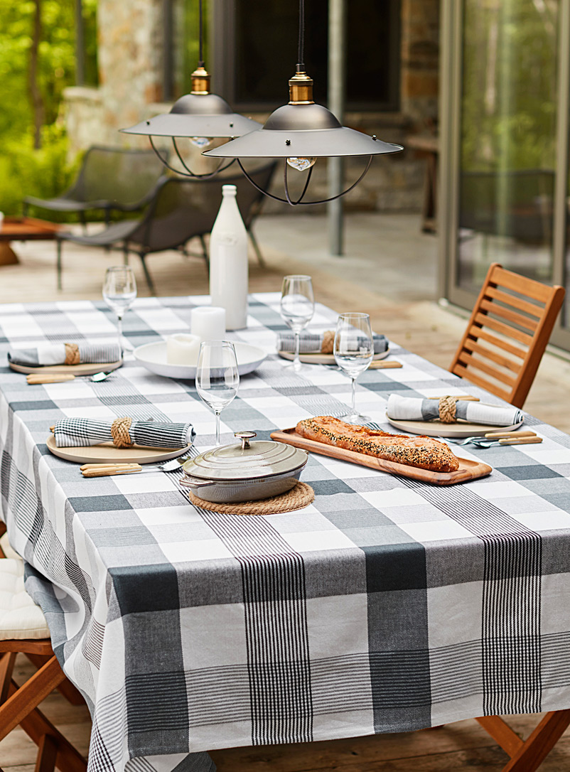 saint-tropez-plaid-tablecloth