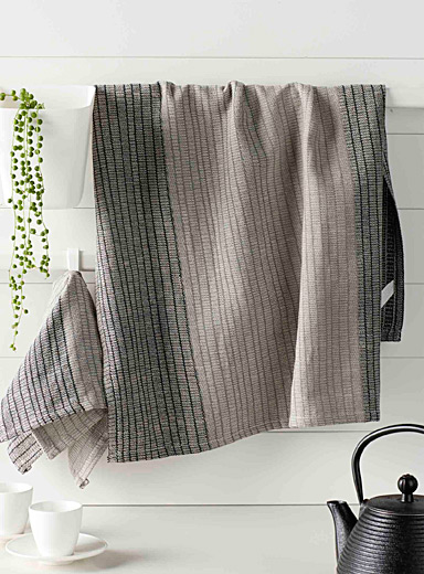 Polished contrast towels