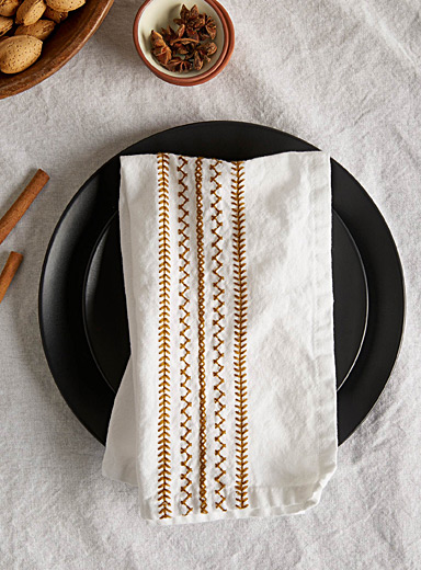 Embroidered zigzag napkin