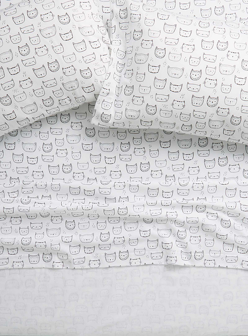 Simons Maison White Purring kittens flannel sheet Fits mattresses up to 15 in