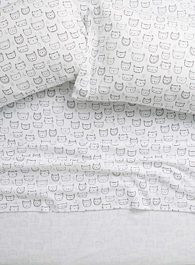 Purring kittens flannel sheet Fits mattresses up to 15 in.