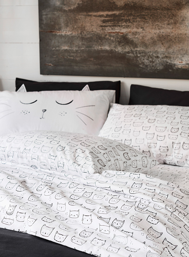 Simons Maison White Purring kittens flannel sheet  Fits mattresses up to 15 in.