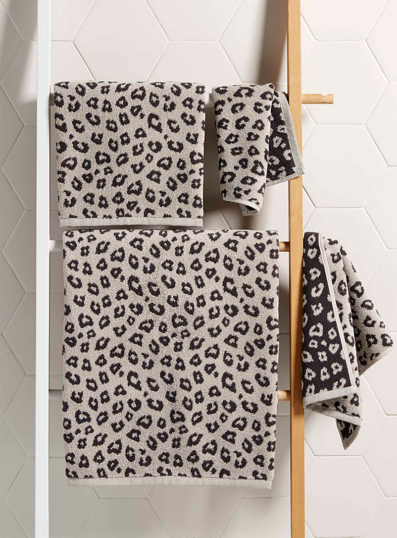 Simons Maison Patterned Ecru Leopard towels