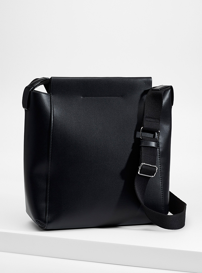 clutch-and-shoulder-strap-tote