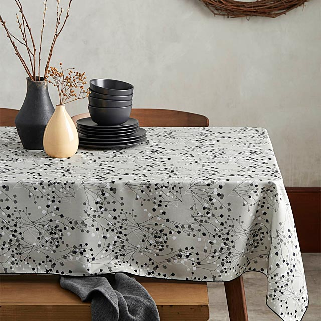 baby-s-breath-tablecloth