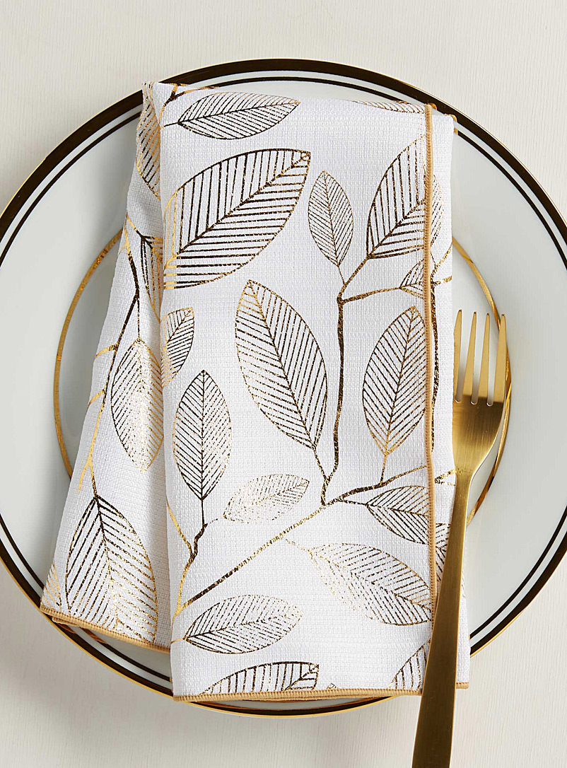 golden-leaves-napkin