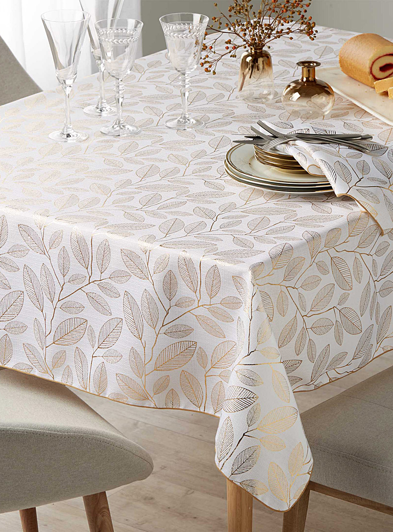 golden-leaves-tablecloth