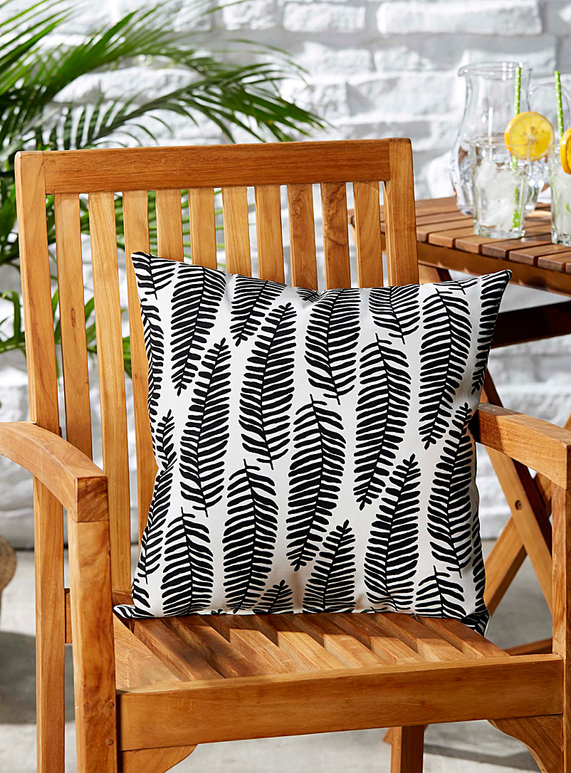 black-and-white-outdoor-cushion-br-18-x-18