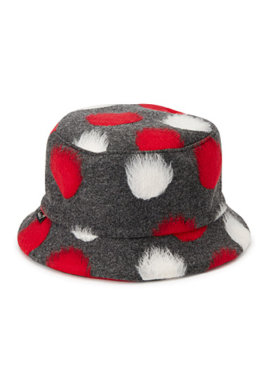 Dotted felt bucket hat