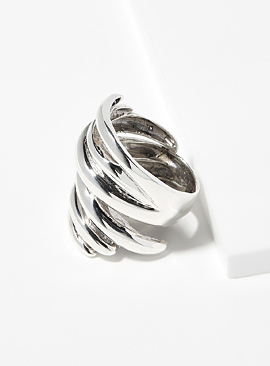 Twisted wrap-around ring