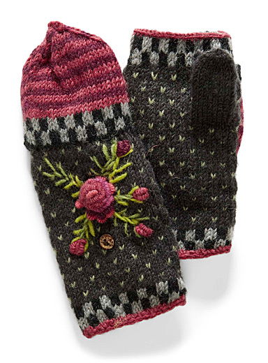 Lost Horizons Patterned Black Aubrey mittens for women