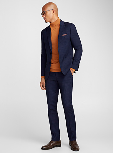 Dotted suit <br>Semi-slim fit