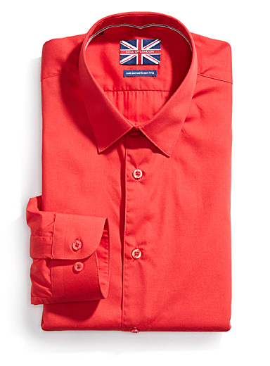 Solid essential shirt <br>Semi-tailored fit <br>