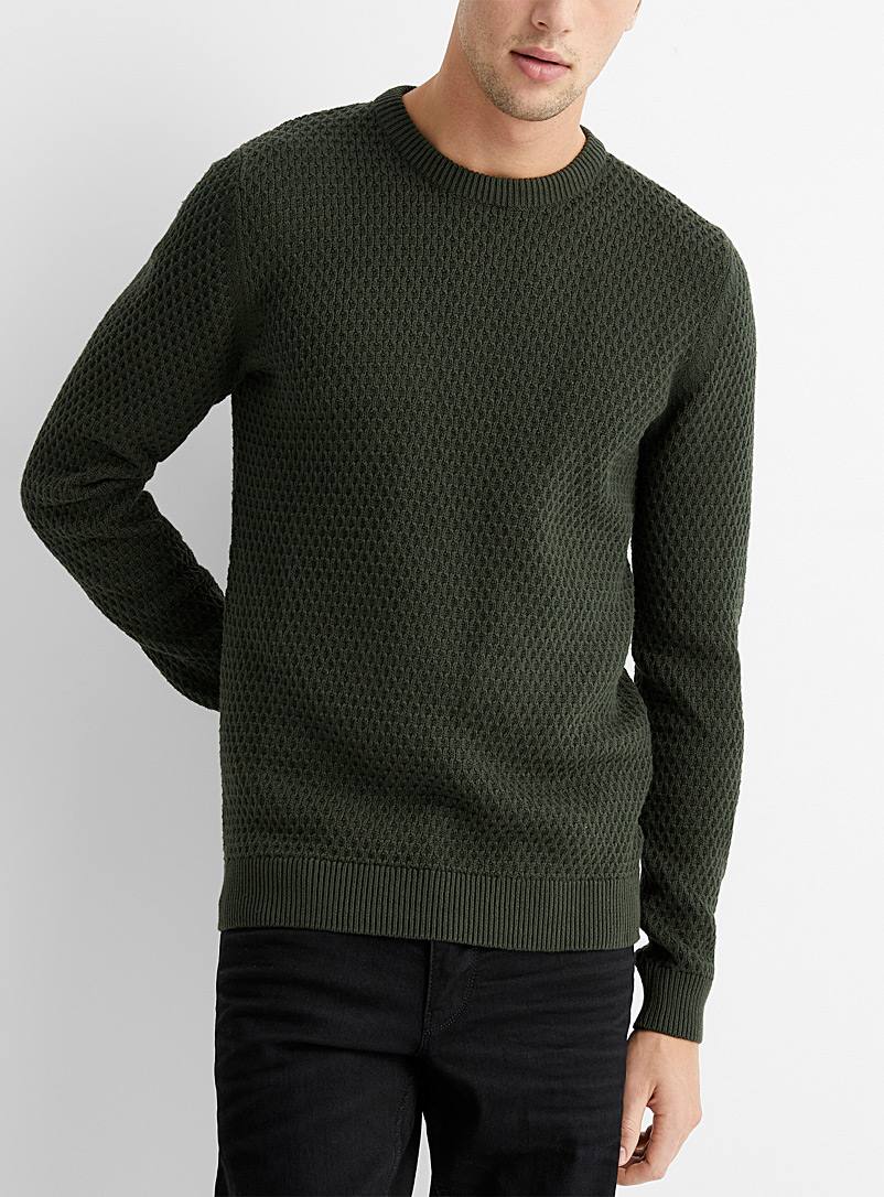 Le pull tricot relief