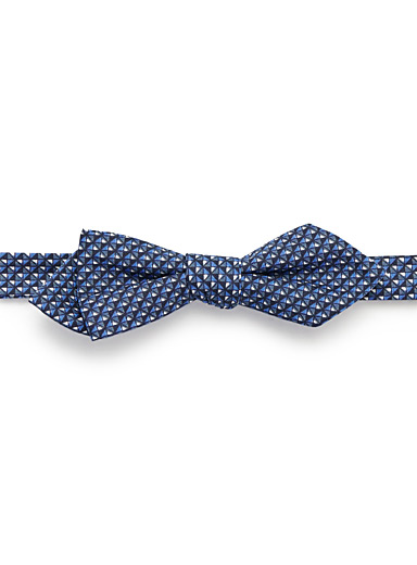 Optical triangle bow tie