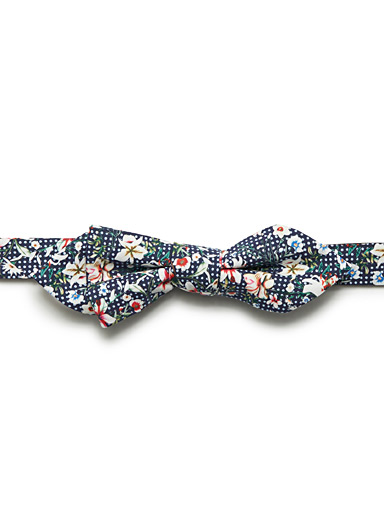 Dotted tropical flower bow tie