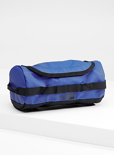 The North Face: La trousse de voyage Base Camp Bleu royal-saphir pour homme