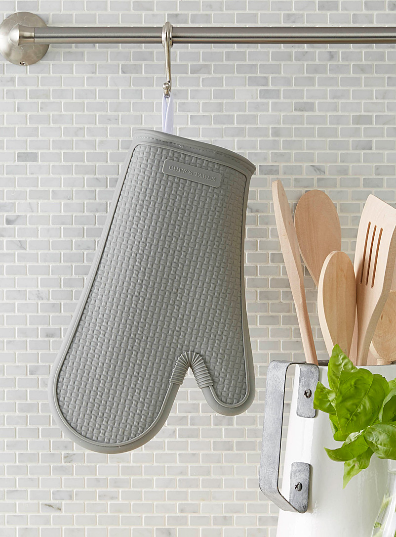 Textured silicone oven mitt - Aprons & Oven Mitts - Light Grey