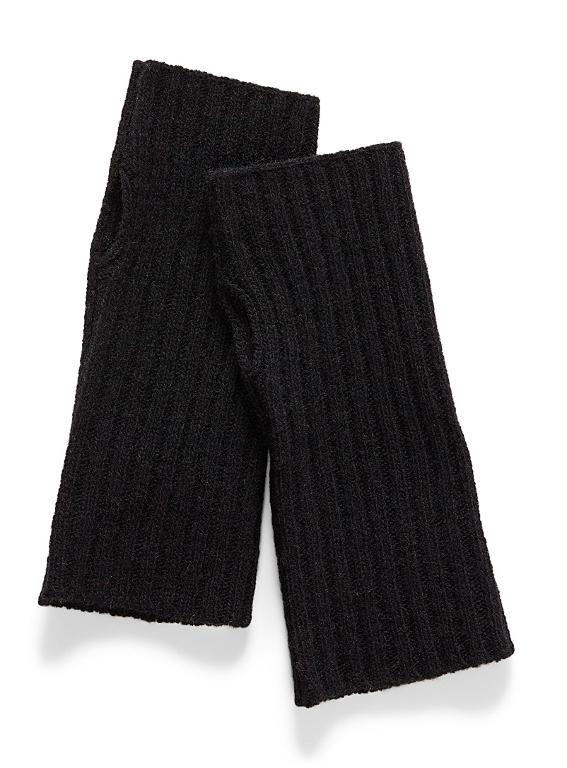 essential-wool-wrist-warmer