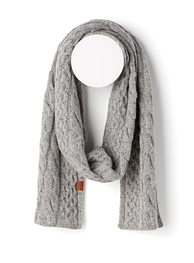 Flecked cable-knit scarf