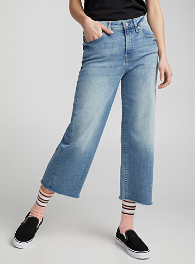 Le jeans taille haute jambe large