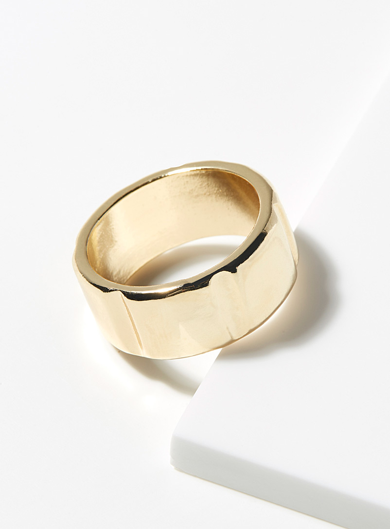 Le 31 Assorted Embossed gold ring for men