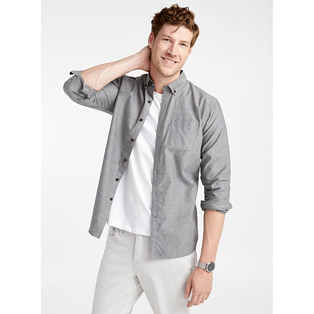 la-chemise-chambray-coloree-coupe-moderne