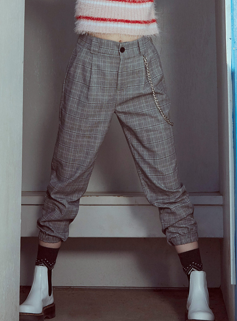 accent-chain-check-joggers