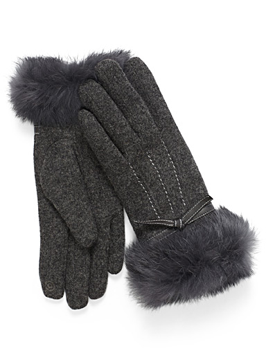 Fur and bow cuff gloves