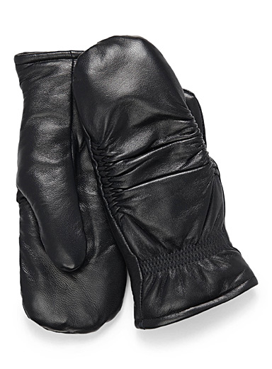 Pleated leather mittens