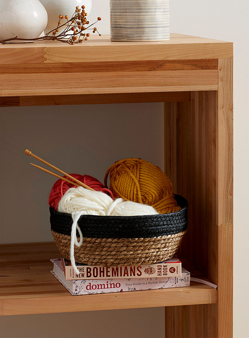 small-contrasting-straw-basket