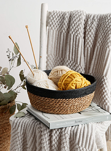 Medium contrasting straw basket