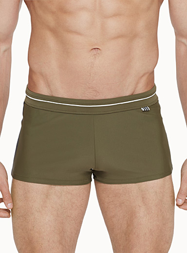 Sporty-trim fitted swim trunk