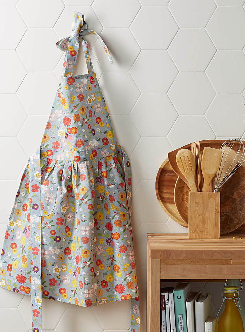 flowers-of-the-month-apron