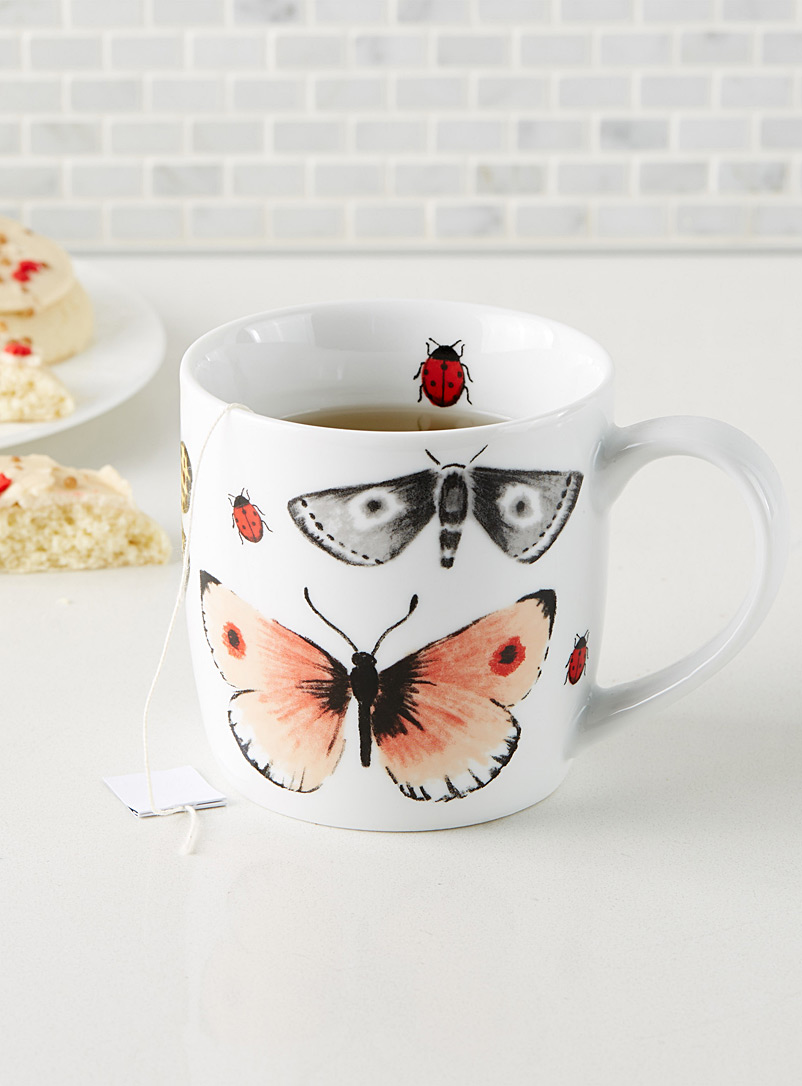 Butterfly chase mug - Dinnerware - Patterned White
