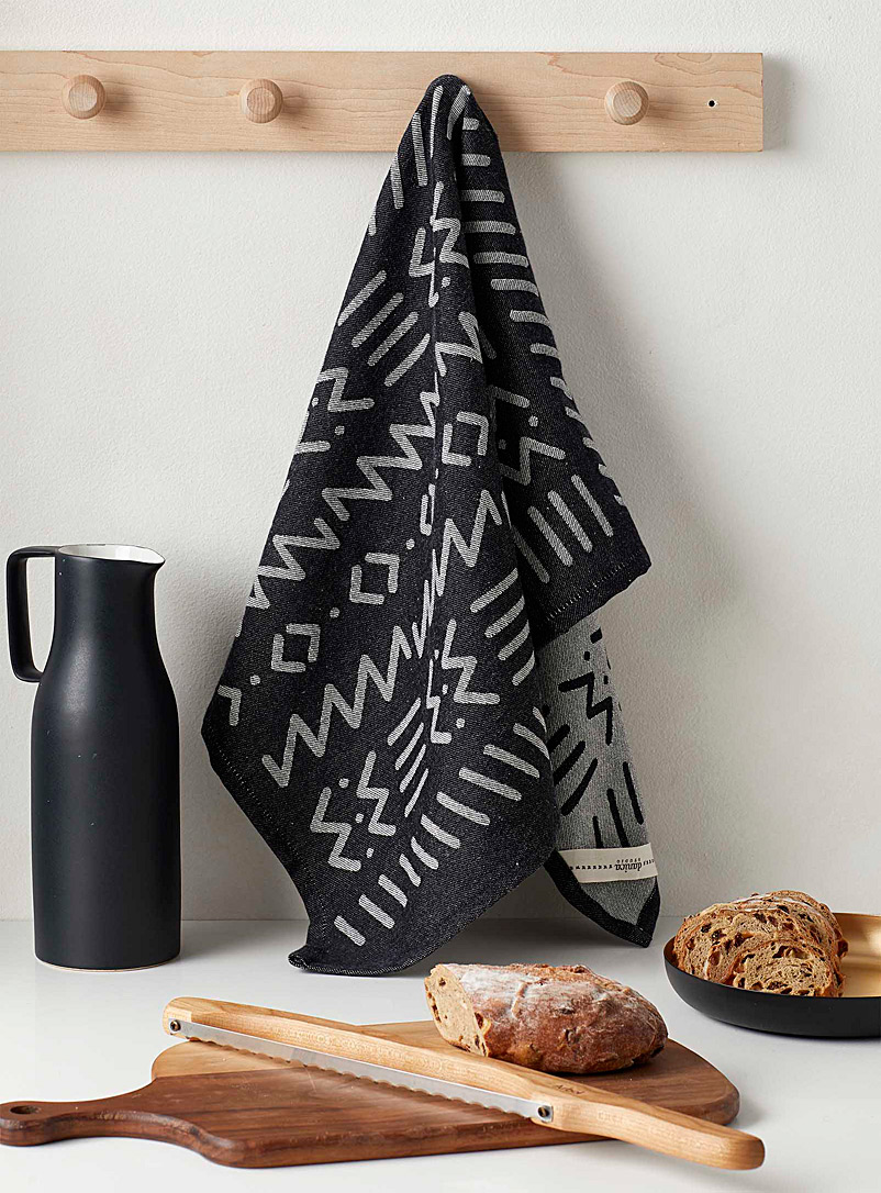 Danica Patterned Black Zigzag pattern jacquard tea towel