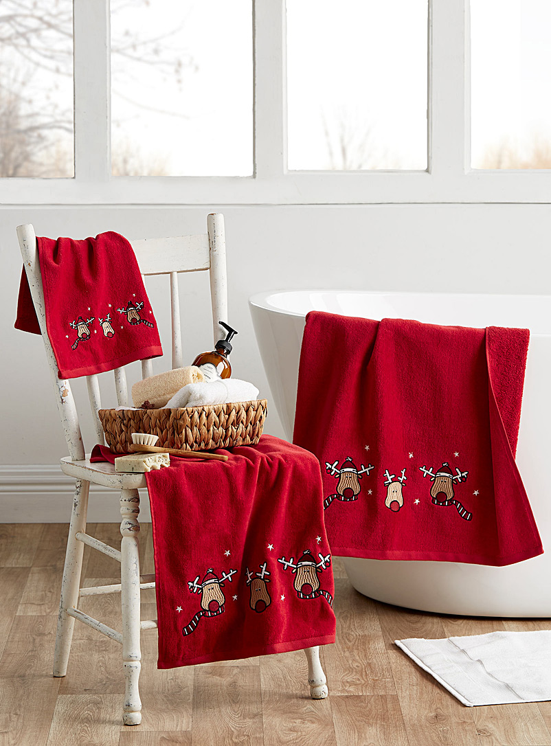embroidered-holiday-reindeer-towels